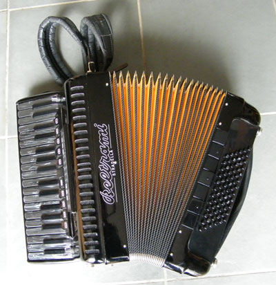 Beltrami accordion with yellow bellows