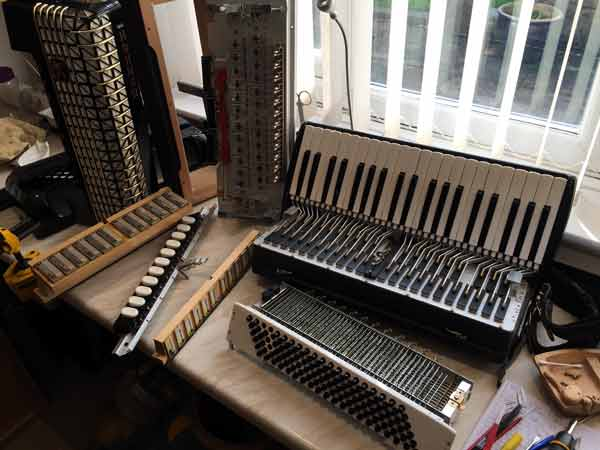 Hohner Atlantic in bits