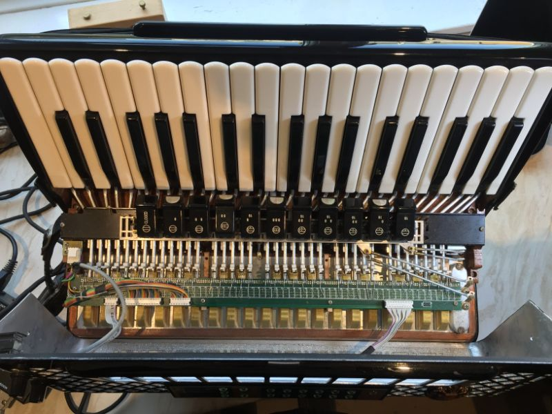 Ciao MIDI key switches in a Scandalli
